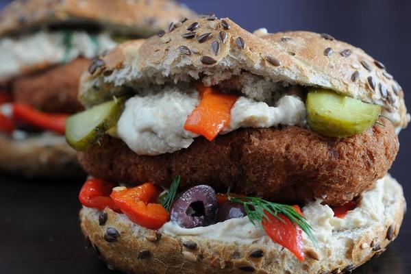 veganes Sandwich - lecker auch ohne Fleisch. Care for Cancer über Fleischkonsum und Krebsrisiko